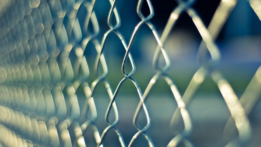 Zalety ogrodzenia z siatki