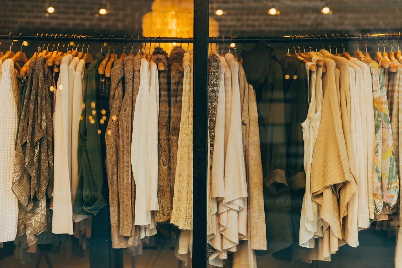 Wygodne bluzki plus size – co jest w modzie?