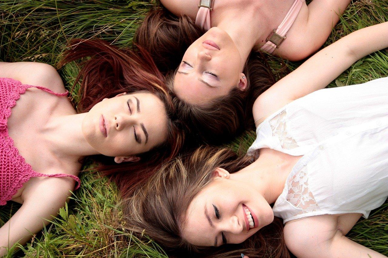 Spódnice dla puszystych pań – co wybrać?