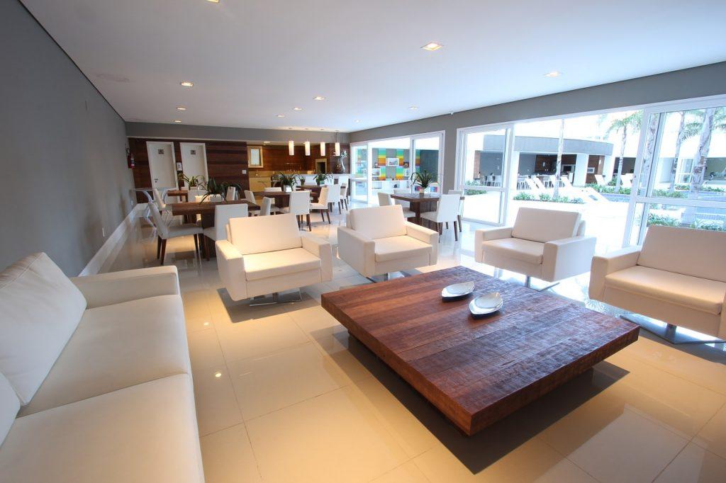 Gdzie kupić nowoczesne stoły i stoliki do salonu i jadalni?